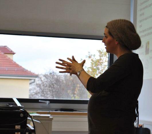 Fr. Prof. Rosenstock bei einem Vortrag